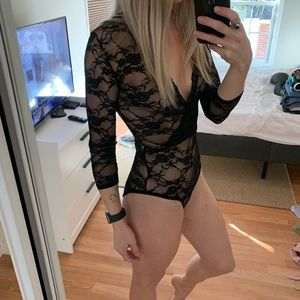 BOOHOO BLACK LACE BODYSUIT